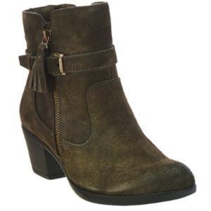 Earth origins ankle bootie 7W
